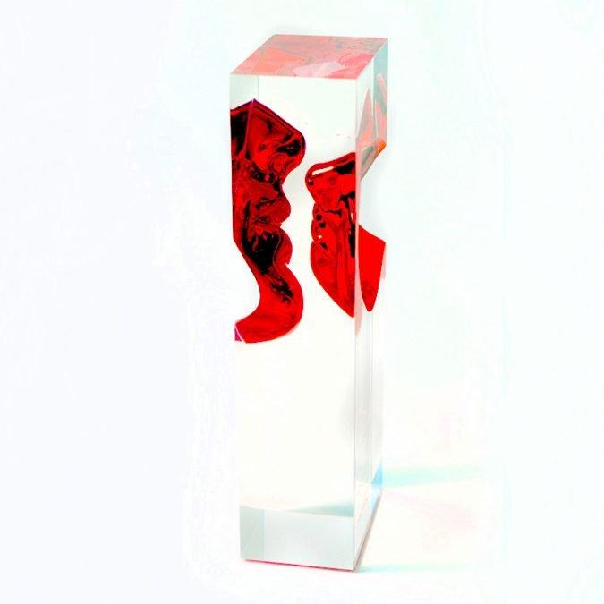 escultura o beijo vermelho