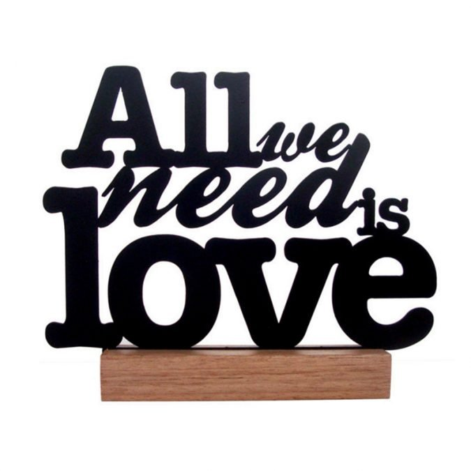 Frase All we need is Love