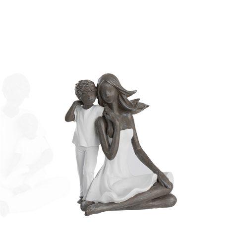 Escultura mãe sentada e filho.