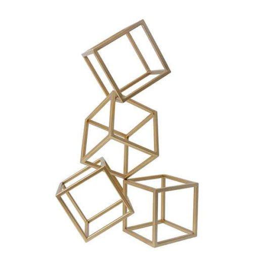 escultura geométrica dourada